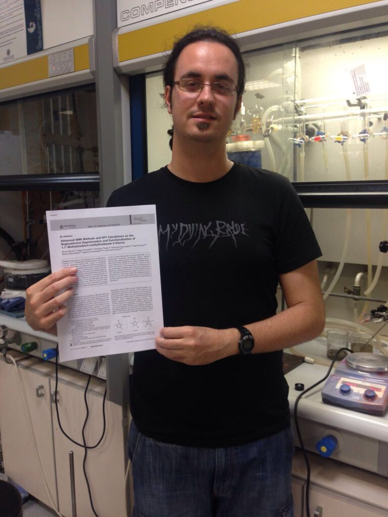 Álvaro publishes his first paper in the European Journal of Inorganic Chemistry, in collaboration with the group of Prof. Istemi Kuzu from Marburg Universität. Good job Álvaro. We do like lithium organyls !!