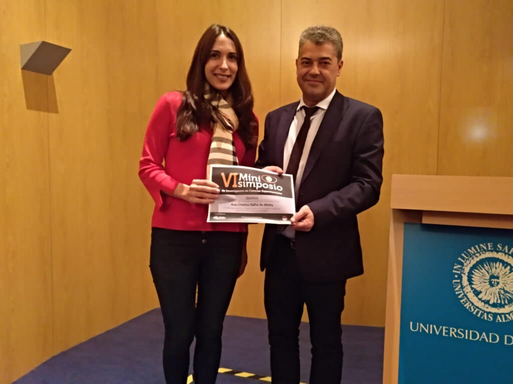 Ana wins the Prize of Best Flash Presentation in the 6th Minisimposium of Experimental Sciences 2017 ! First posdoc of the group that makes this achievement !