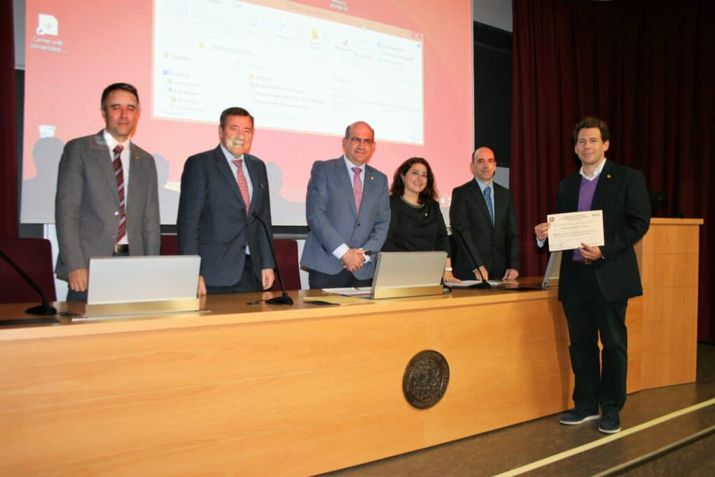 Nacho goes to Universidad de Sevilla to receive an NMR prize !! That's the way !!