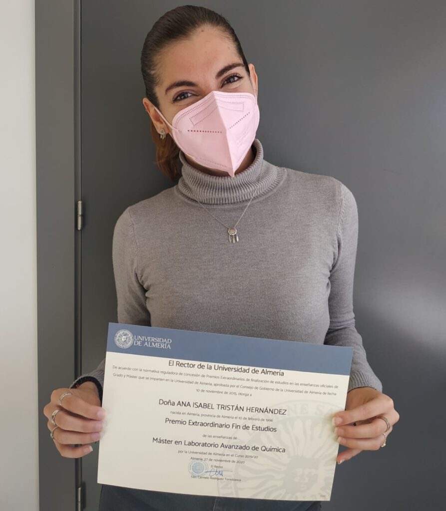 Anabel receives Premio Extraordinario Fin de Estudios ! Congratulations !